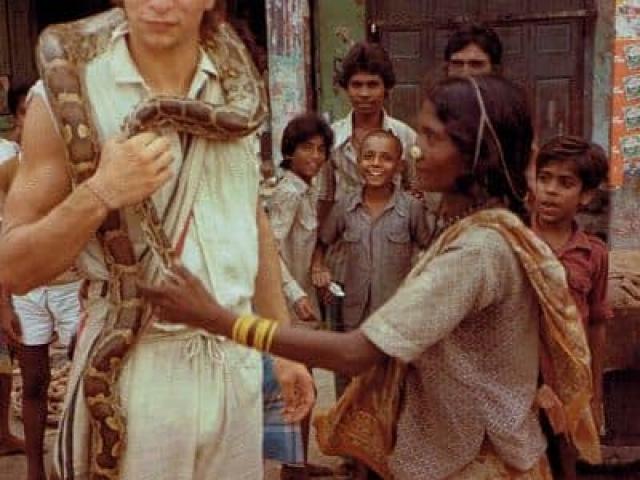 Inspiring worldwide travel photos india varanasi beggar girl with chris reeves